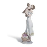 Figurka Matki w uczuciu miłości 31 cm
