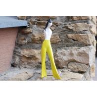 Figurka Dziewczyna w spodniach - żółta AS Ćmielów Sklep internwtowy