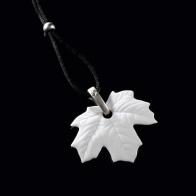 Naszyjnik biskwitowy liść klonu 6,5cm biżuteria Goebel sklep 14003561 Schmuck biskuit