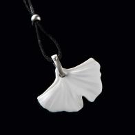 Naszyjnik biskwitowy liść miłorzębu 3,5cm biżuteria goebel sklep 14003571 schmuck biskuit